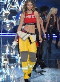VS - 2015 - Pink Section - USA Angels - Gigi Hadid